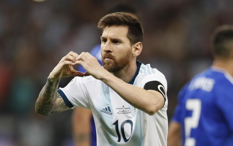 Messi rescata a Argentina ante Paraguay
